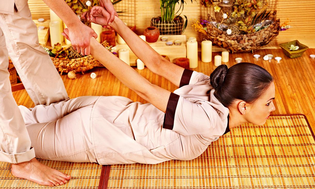 b2b thaimassage tjejer som pullar